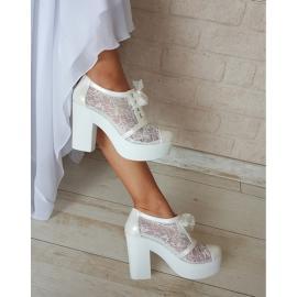 حذاء الدانتيل للعروس متوسط العلو