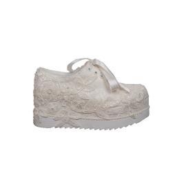 حذاء للعرائس متوسط الارتفاع(على نمط حذاء الرياضة) مزين باللؤلؤ 7 سم