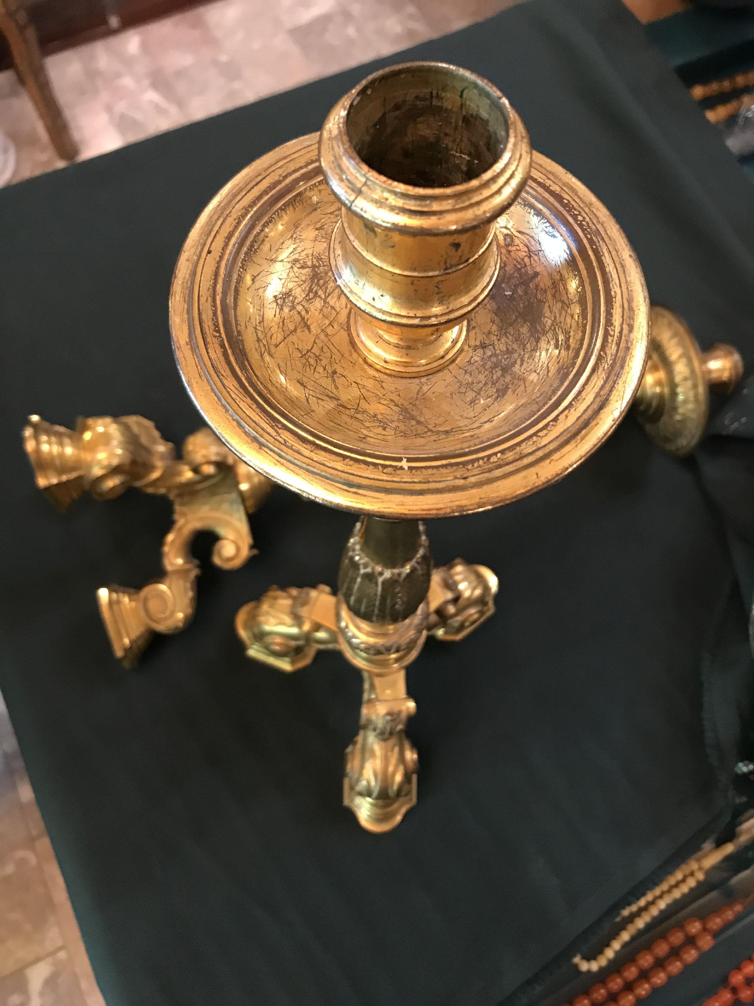 شمعدان اثري  من القرن 19 مصنوع من البرونز عدد 2